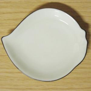 アイボリー 桃型手塩皿
