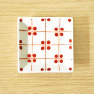 格子四弁花紋 3.5寸角皿(赤)