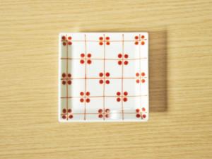 格子四弁花紋 5寸角皿(赤)